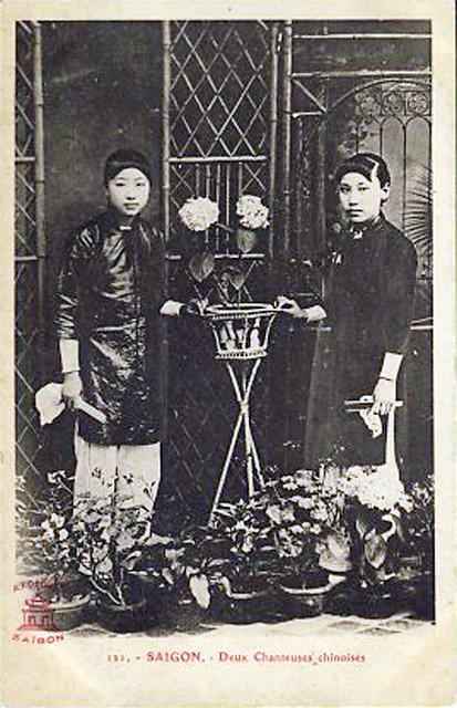 Saigon - Two Chinese singers