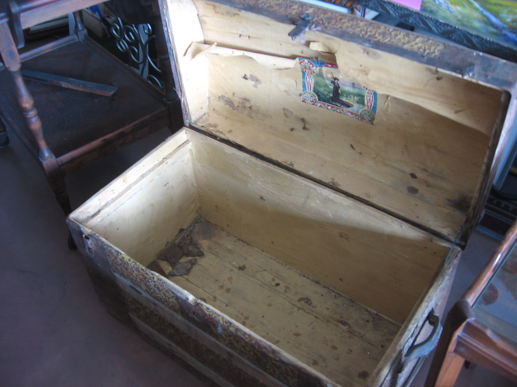 SOLD: Steamer trunk open antique | seattle craigslist org/se