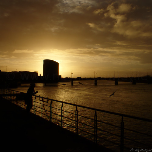 city bridge ireland sunset silhouette river square hotel golden shannon hour limerick clarion howleysquay