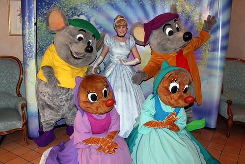 Meeting Cinderella, Suzy, Perla, Jaq and Gus!!
