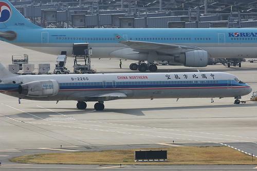 MD-90 (B-2260) @RJBB