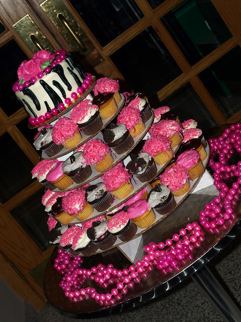 Cupcake Decorating Ideas Pink And Black : hot pink and black cupcake tier Explore JennieCupcakes ...