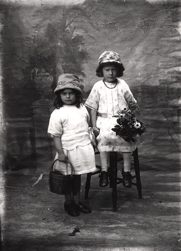 059685:Studio portrait of two children Unknown c.1920