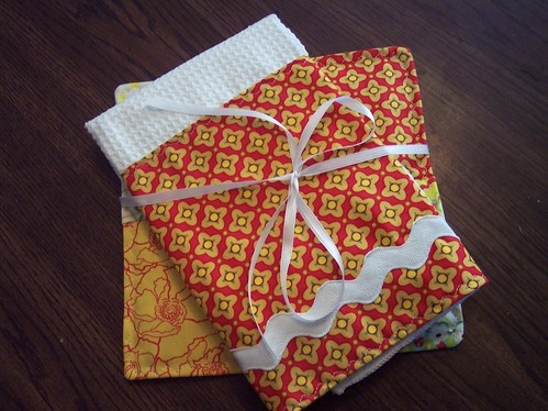 Heather Bailey Potholder/Towel Set