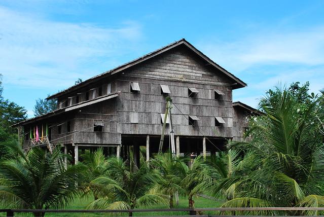 Rumah Tradisional Di Sarawak