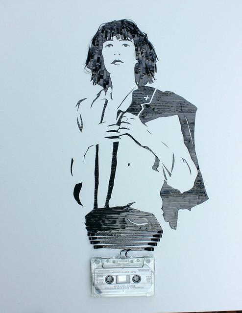 Я уже выкладывала. портреты. сделанные из старых кассет.  А сегодня поделки из шин чашка.