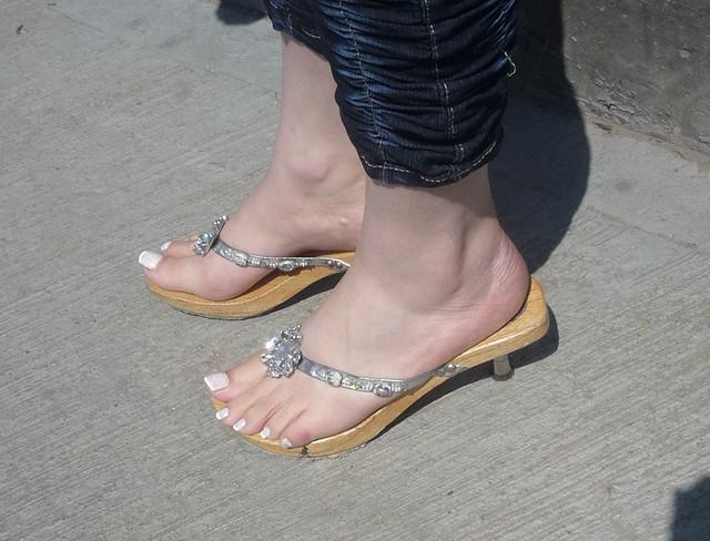 galleries foot sexy lesbian Barefeet