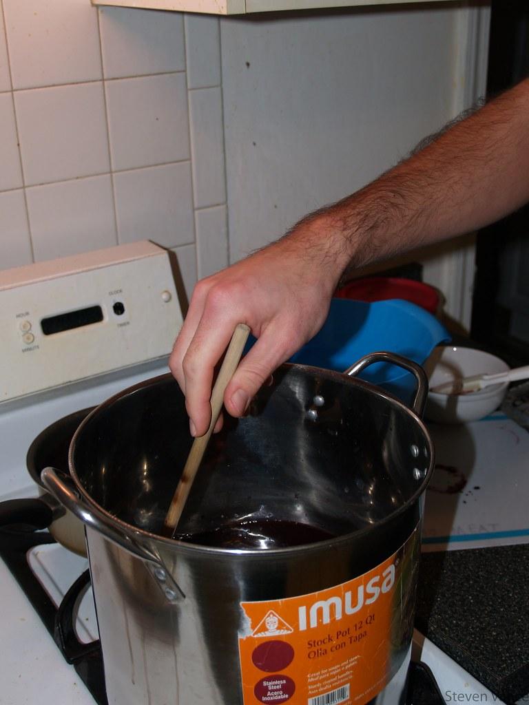 Making grape jelly