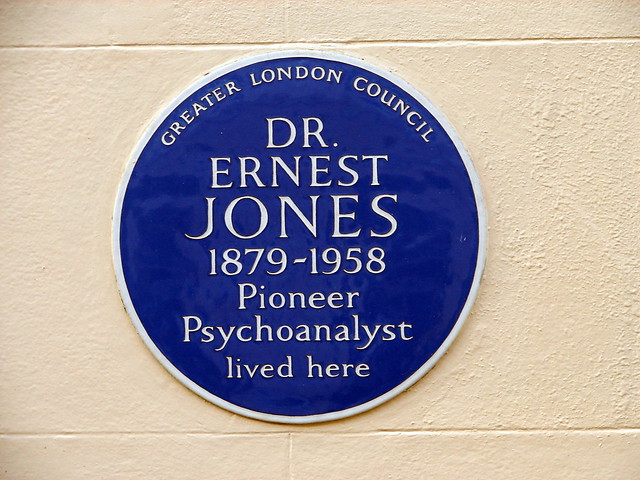 Ernest Jones blue plaque - Dr.  Ernest Jones  1879-1958  Pioneer  Psychoanalyst  lived here