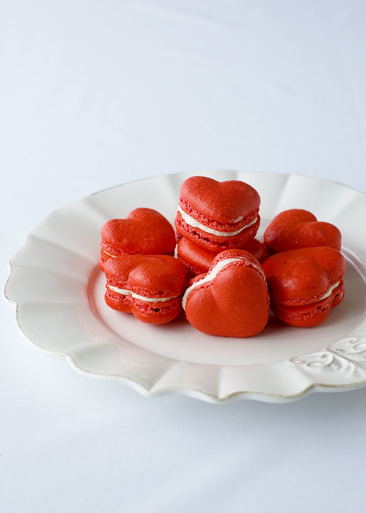delectable deliciousness red velvet valentine 39 s macarons. Black Bedroom Furniture Sets. Home Design Ideas