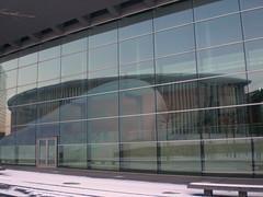 Réflexion de la Philharmonie dans les vitres du Centre de Conférences et de Congrès International (CCI)