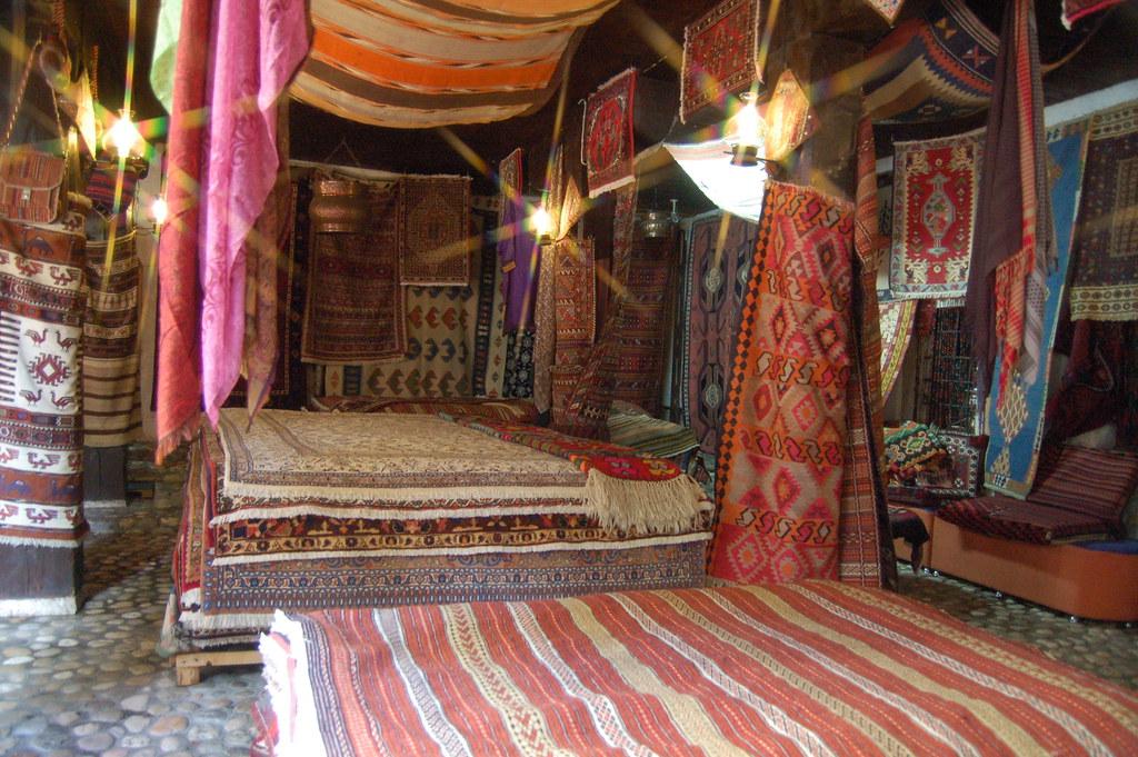 Prodavnica ćilima (An area rugs shop)