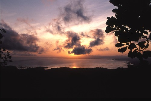 2005 analog sunrise cloudy slide dia uitzicht bewolkt surinam suriname surinamerivier brokopondo stuwmeer greatview snp zonsopkomst bewolking eos33 brokopondostuwmeer lakebrokopondo blommesteinmeer afobakadam snpreizen