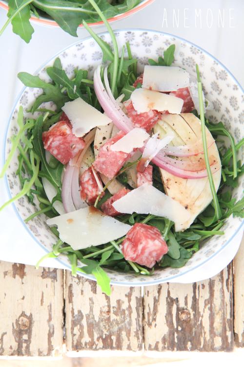 Insalata con finocchi, rucola, salame e parmigiano