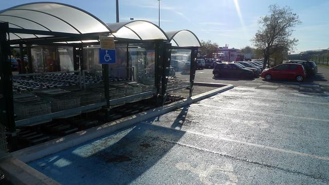 Parking handicap s de g ant salon de provence fr13 flickr photo sharing - Geant drive salon de provence ...