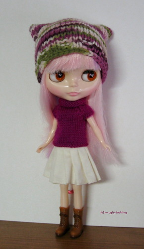 Fuchsia and green set (sweater & hat) for Blythe: elegantly cosy!