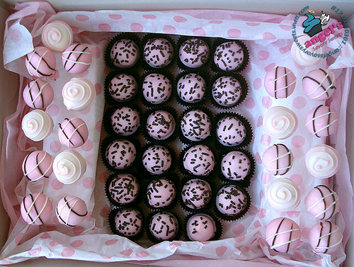 Cupcake Bites and Cake Pops | Flickr - Photo Sharing!