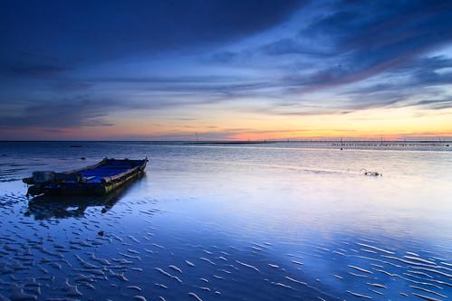sunset reflection beach clouds coast boat sand taiwan 夕陽 台灣 彰化 船 changhua 漁港 海邊 沙灘 海水 蚵農 肉粽角 彰濱工業區 沙紋