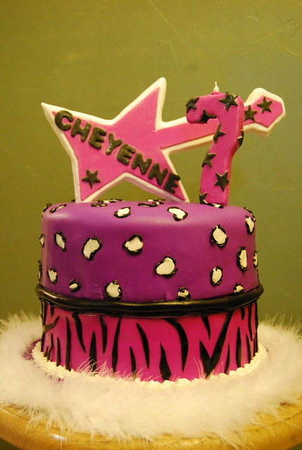 Rock Girl Birthday Cake http://www.flickr.com/photos/sheilascouturecakes/4130190552/