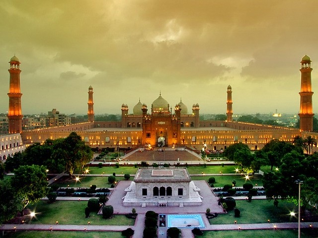 A Majestic View Of Shahi Masjid.