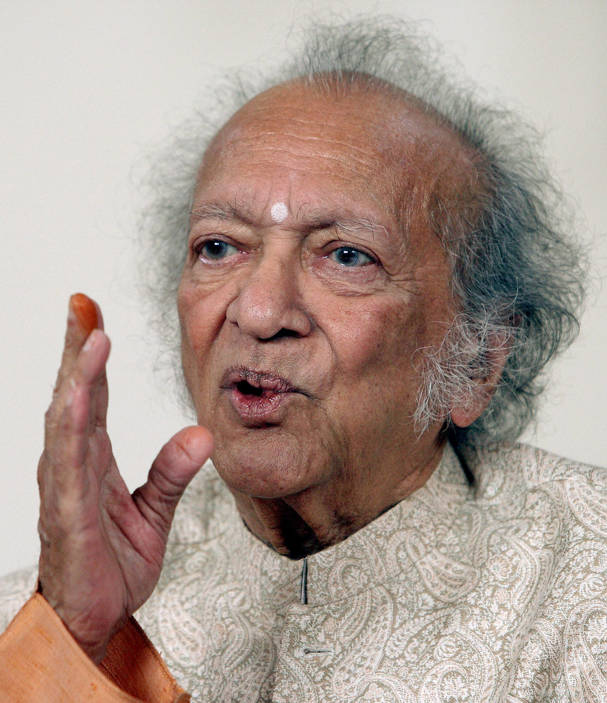 'PANDIT' RAVI SHANKAR - the famous sitar player from India! 4410119379_b0850ec077_b