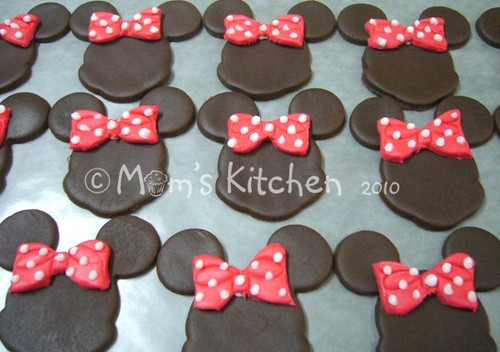 cupcake topper-Minnie Mouse head