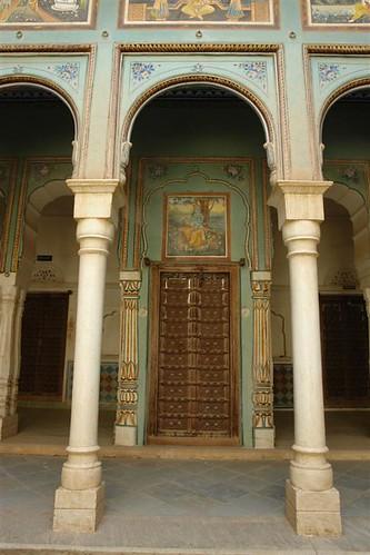 Entrada a un Haveli muy cuidado Mandawa, La esencia rural de los Haveli - 4068912473 aa700f37e9 - Mandawa, La esencia rural de los Haveli