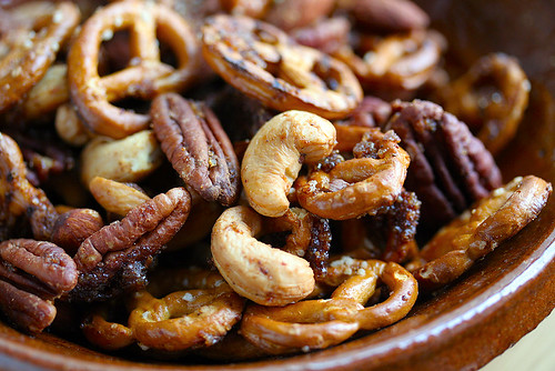 pretzel & nut mix