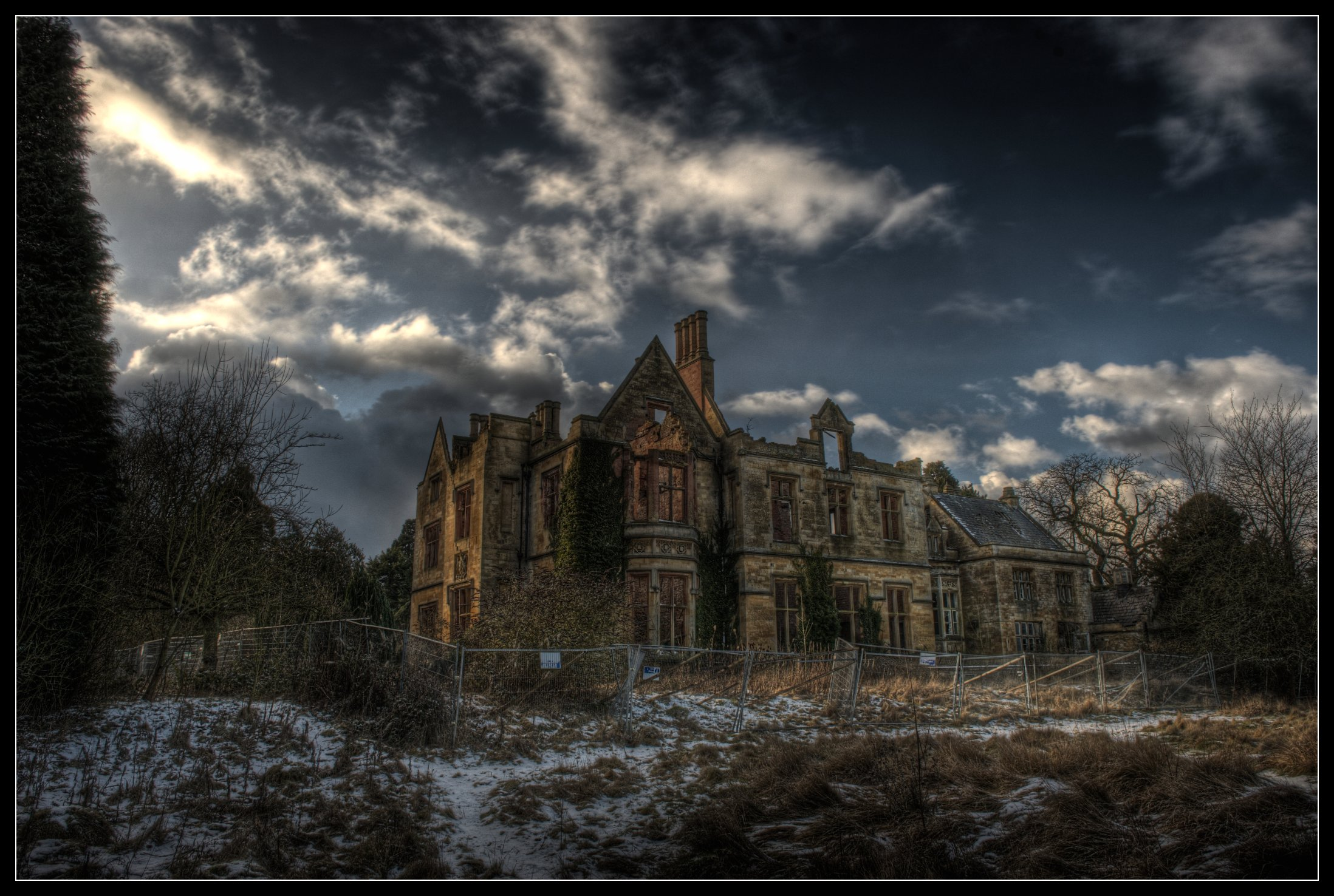 Fluidr Abandoned Manor House East By Romany Wg
