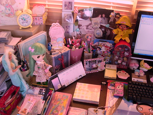 My desk ....still a cute mess ! ^^