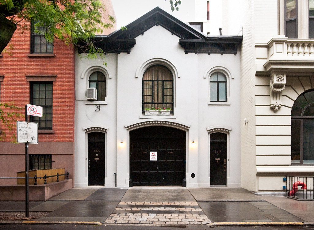 Carriage houses in new york city for Modern house new york