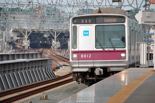 Tokyo Metro 8000 Series Train at Tokyu Futako-shinchi Station