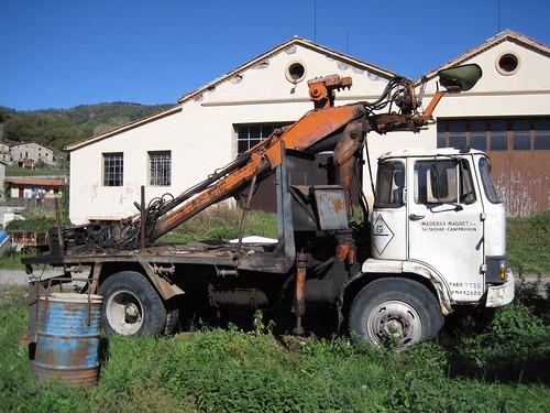 camió Ebro E110 amb grua de FUSTES MAGRET a Camprodon (Ripollès)