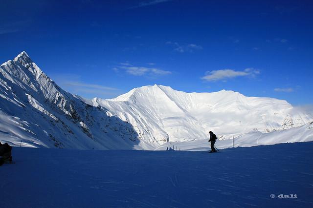 Hintertuxer Gletscher - lonely skier