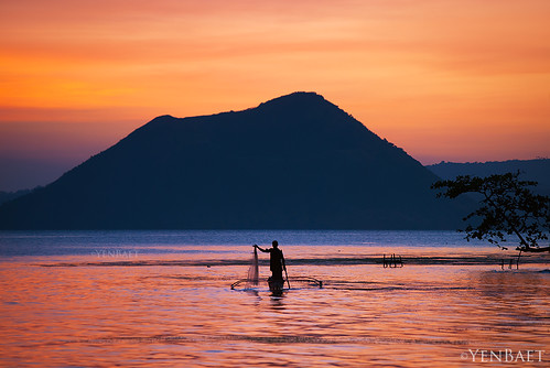 Talisay - Fishermen in Lake Taal