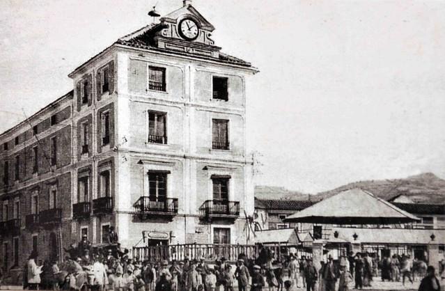 Antiguo Ayuntamiento y antiguo Mercado de Abastos.
