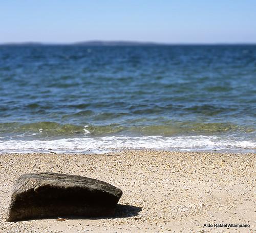 ny film beach water rock 35mm photo sand nikonf100 epson fujifilm redwood v600 fujichrome provia perfection sagharbor 100f rdpiii epsonv600 aldorafaelaltamirano rafaelaltamirano aldoraltamirano