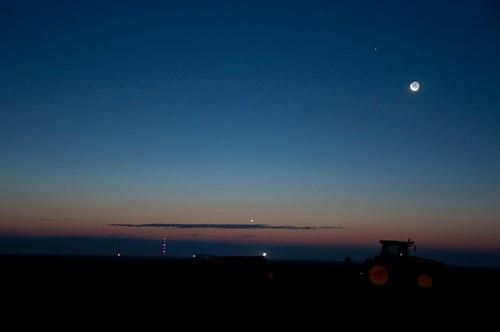 sky usa moon tractor night sunrise stars dawn nikon pheasant farm farming hunting kansas predawn copeland d90 sublette