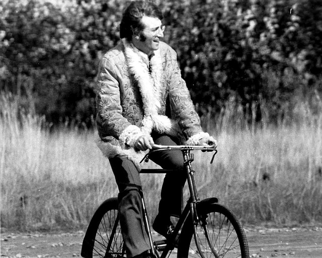 Beatles John Lennon on yer bike,Magical Mystery Tour set