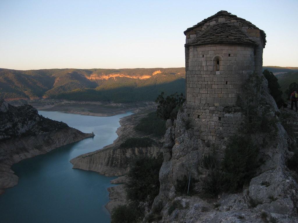 espectacular ubiació de l'ermita de la Pertusa