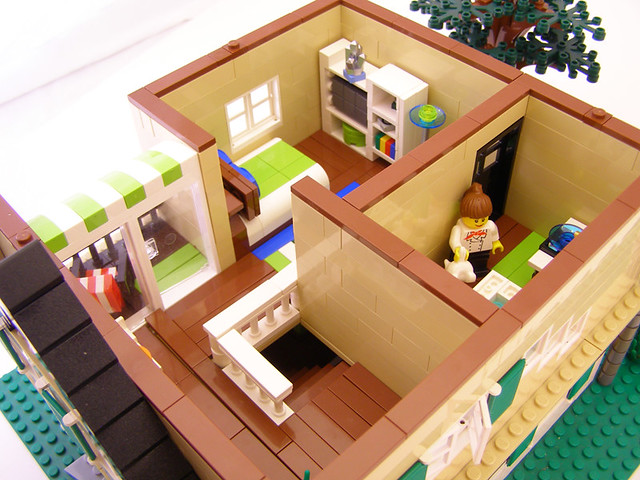 Tan house 2nd floor my first house with a roof yay 2 for Lego house original