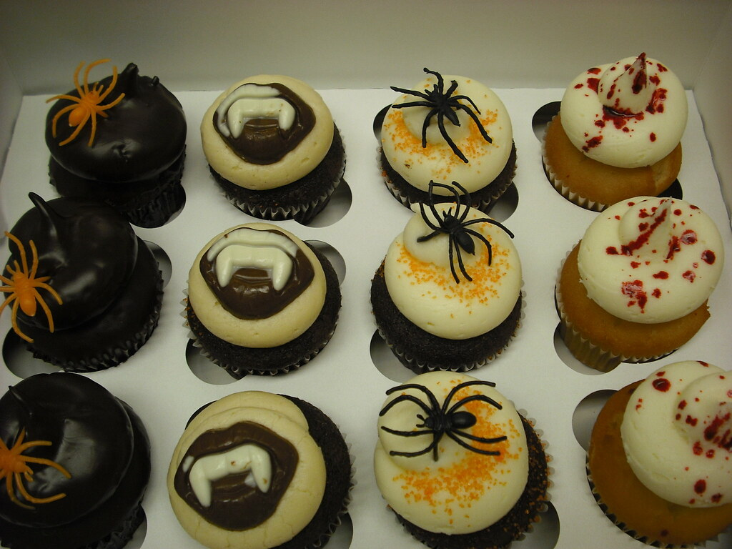 Spider vampire and talking ghost halloween cupcakes Halloween cupcakes