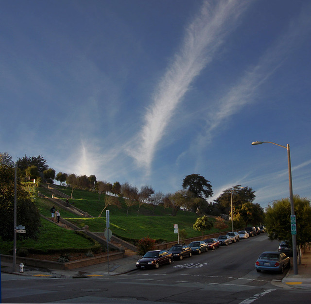 Chemtrail over San Francisco POV Alta Plaza in Pac Heights, San Francisco (2009)