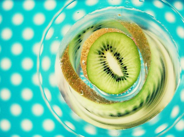optic illusion with kiwi