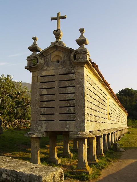 Hórreo en Carnota, A Coruña  / Granary in Galicia