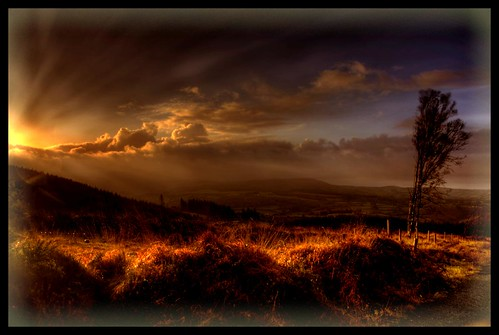 Light breaks over Nire
