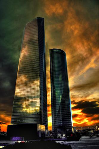 madrid sunset sky españa color architecture clouds cuatro spain arquitectura torre towers colores dos cielo nubes build cristal anochecer torres espacio