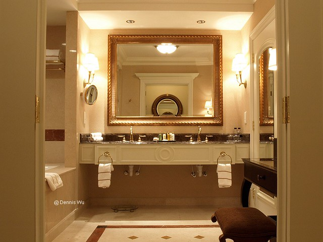 The venetian macao bathroom this is pic of the for Venetian hotel bathroom photos