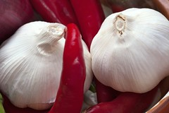 flower(0.0), shallot(0.0), plant(0.0), petal(0.0), vegetable(1.0), garlic(1.0), produce(1.0), food(1.0), close-up(1.0),