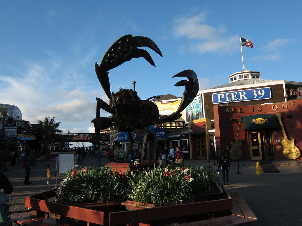 pier 39 crab this is the logo for pier 39 by